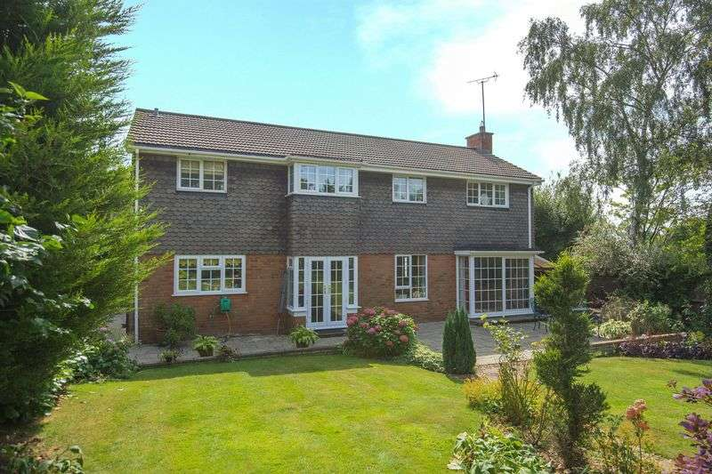 5 Bedrooms Detached House for sale in Holywell Road, Studham