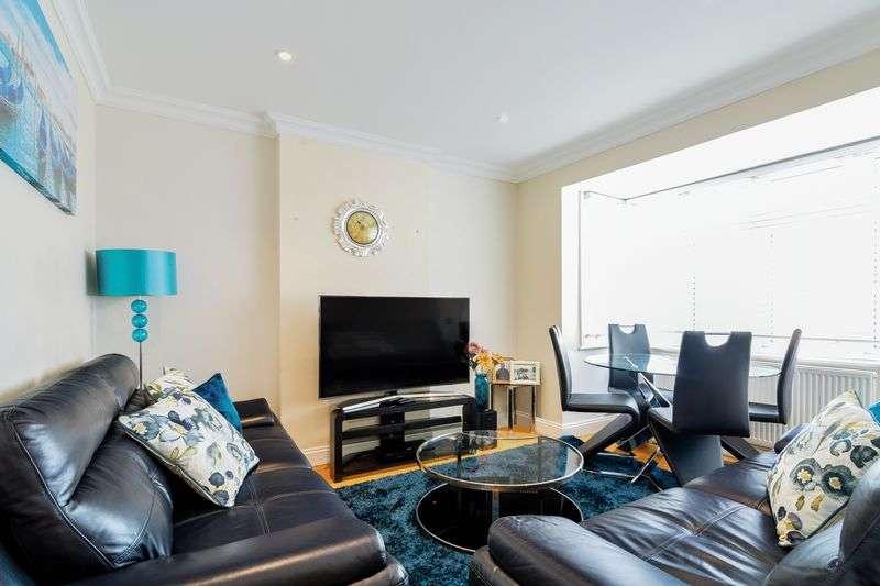 3 Bedrooms Flat for sale in Rowan Road, London