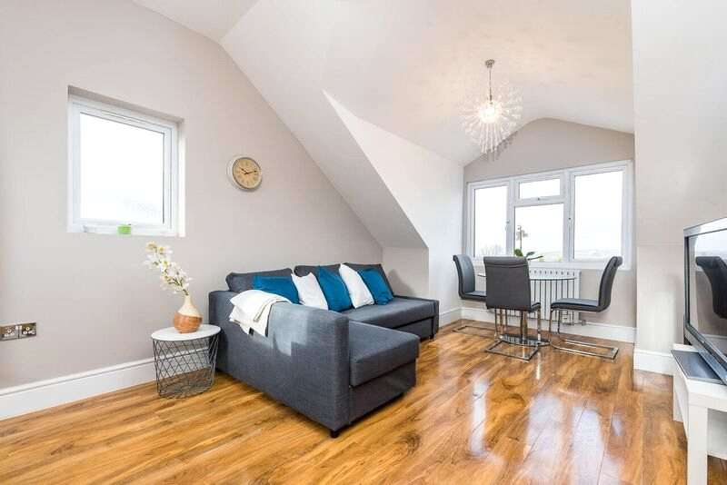1 Bedroom Apartment Flat for sale in Addiscombe Road, Croydon