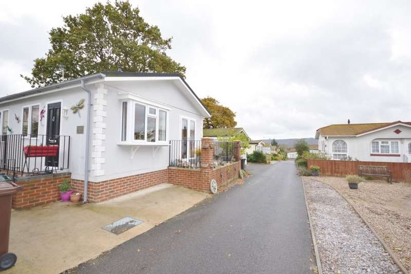 2 Bedrooms House for sale in Oak Tree Lane, Eastbourne, BN23