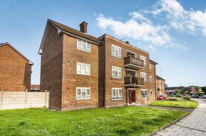 2 Bedrooms Flat for sale in Rainham