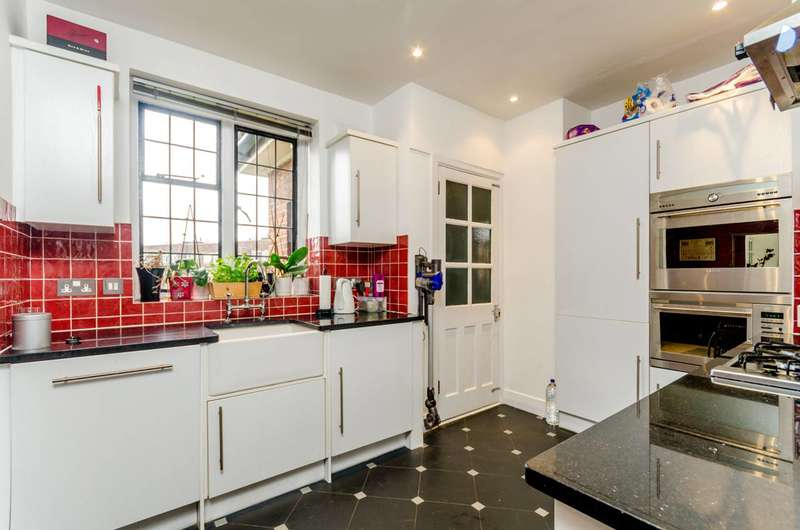 2 Bedrooms Flat for sale in Portsmouth Road, Putney Heath, SW15
