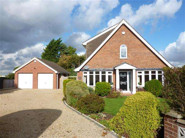 4 Bedrooms Detached House for sale in BEAUMONDE, HOLTON-LE-CLAY, GRIMSBY