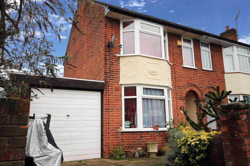 3 Bedrooms Semi Detached House for sale in Locarno Road, Ipswich