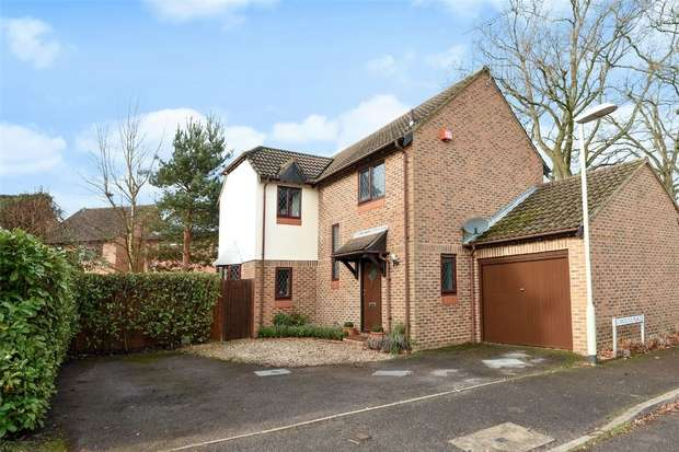 3 Bedrooms Detached House for sale in Carolina Place, FINCHAMPSTEAD, Berkshire