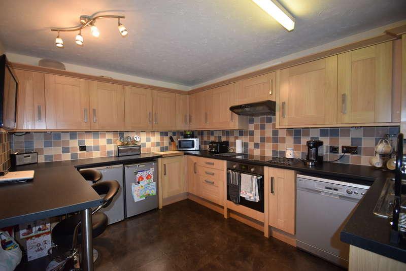 3 Bedrooms Detached House for sale in 19 Maes Y Grug, Broadlands, Bridgend, Bridgend County Borough, CF31 5DD.