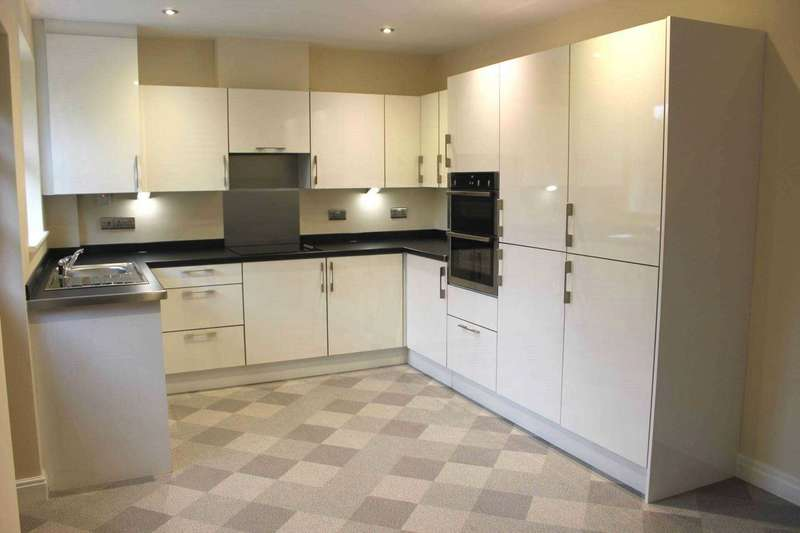 2 Bedrooms Semi Detached Bungalow for sale in Glengarth Drive, Lostock