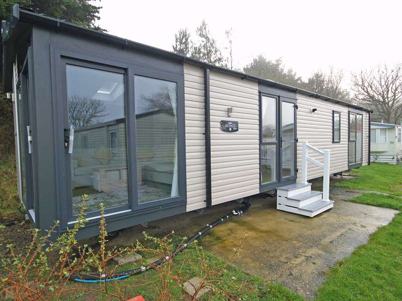2 Bedrooms Mobile Home for sale in Shorefield Road, Milford On Sea, Lymington