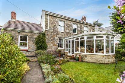 3 Bedrooms Semi Detached House for sale in Beacon, Camborne, Cornwall