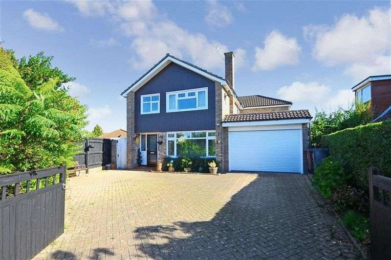 4 Bedrooms Detached House for sale in Stein Road, Southbourne
