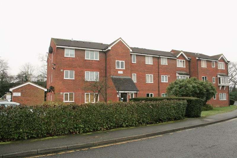 1 Bedroom Flat for sale in Latimer Drive, Hornchurch
