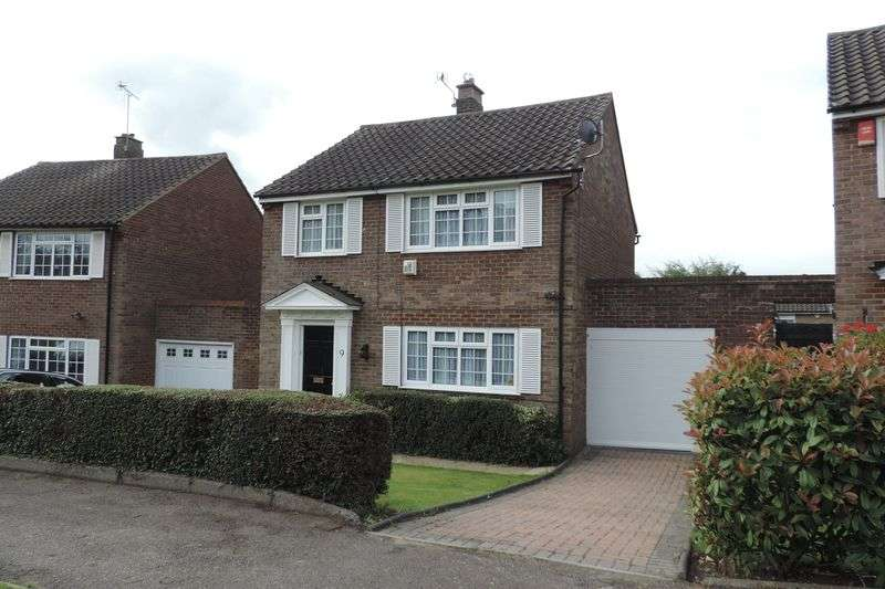 3 Bedrooms Detached House for sale in Sandringham Road, Potters Bar