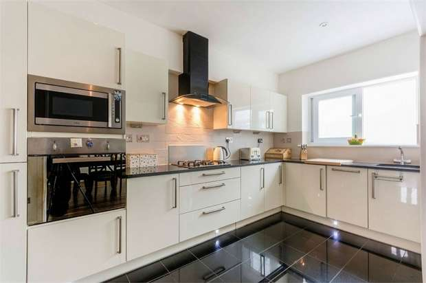 4 Bedrooms Semi Detached House for sale in Worton Road, Isleworth, Middlesex