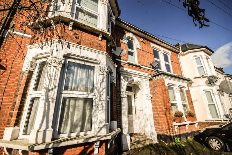 1 Bedroom Flat for sale in Forest Drive West, Leytonstone