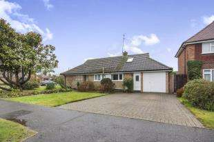 4 Bedrooms Bungalow for sale in Heron Way, Horsham, West Sussex, Horsham