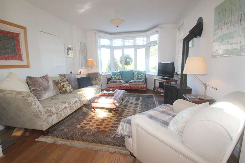 4 Bedrooms Detached House for sale in Satchell Lane, Hamble, Southampton