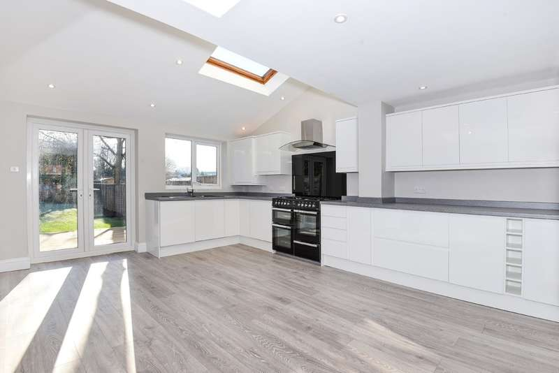 3 Bedrooms Semi Detached House for sale in Leckhampton