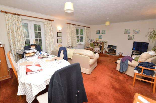 4 Bedrooms Detached House for sale in Larksmead Way, Ogwell, Newton Abbot, Devon