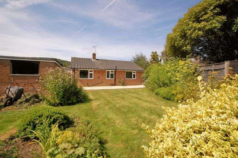 3 Bedrooms Detached Bungalow for sale in Heatherfield, BURITON, Petersfield