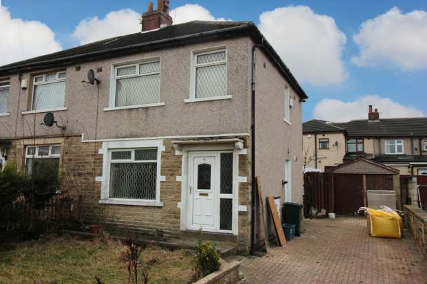 3 Bedrooms Semi Detached House for sale in Avenue Road, Bradford, West Yorkshire, BD5 8DB