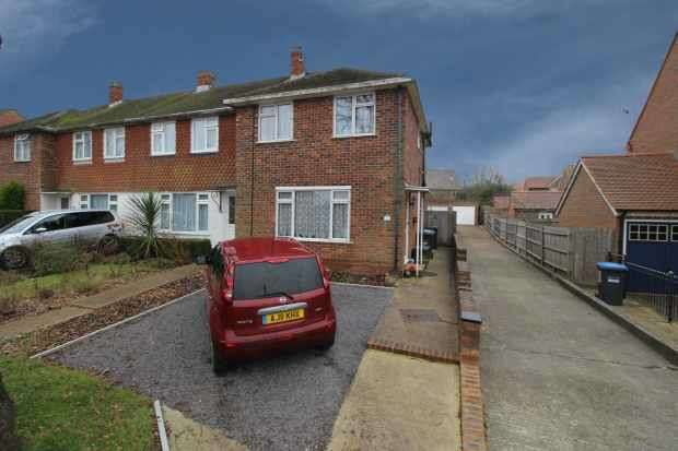 3 Bedrooms Terraced House for sale in Cants Lane, Burgess Hill, West Sussex, RH15 0LS