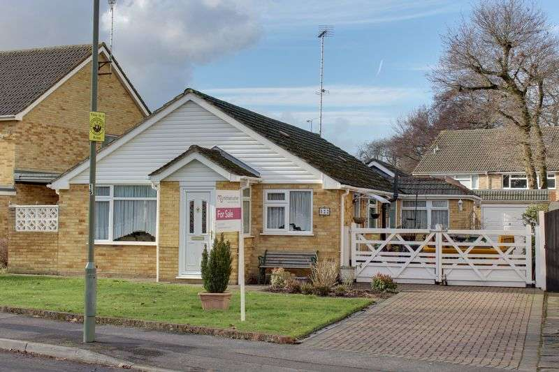 2 Bedrooms Detached Bungalow for sale in Sheridan Road, Camberley