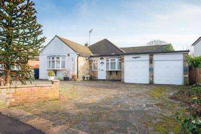 2 Bedrooms Bungalow for sale in Hanging Hill Lane, Hutton, Brentwood, Essex
