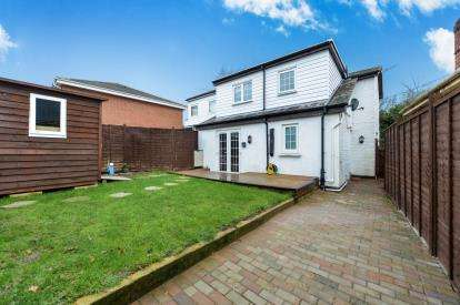 3 Bedrooms Semi Detached House for sale in Newport, Isle of Wight