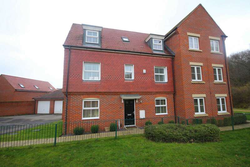 4 Bedrooms Semi Detached House for sale in Pigeon Grove, Bracknell