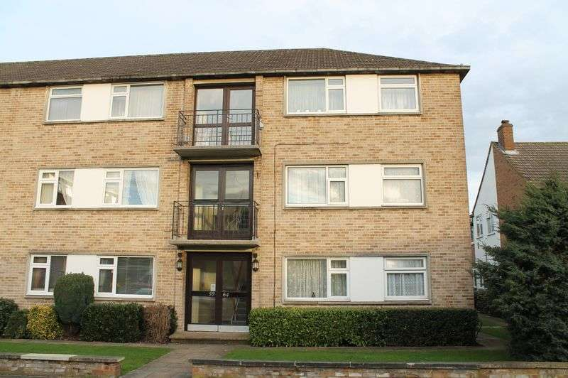 2 Bedrooms Flat for sale in Bridle Close, Enfield Lock, Enfield