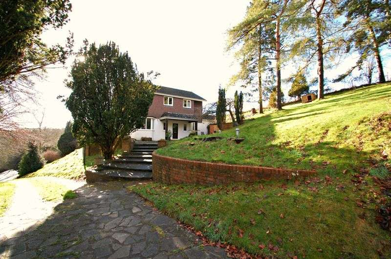 5 Bedrooms Detached House for sale in Gravel Hill, Clanfield.