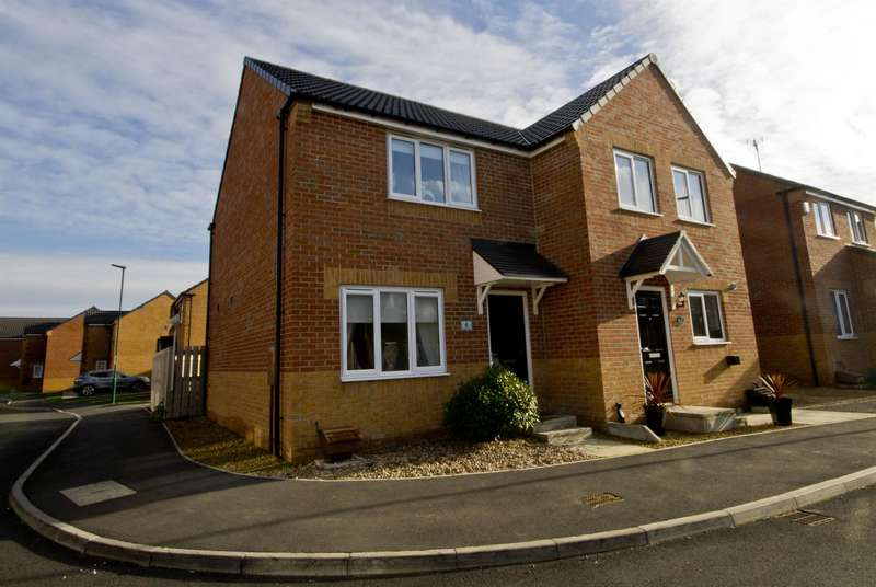 2 Bedrooms Semi Detached House for sale in Kings Close, Lazenby, Middlesbrough, TS6 8FA