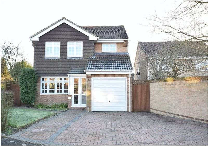 4 Bedrooms Detached House for sale in Stirling Drive, Orpington