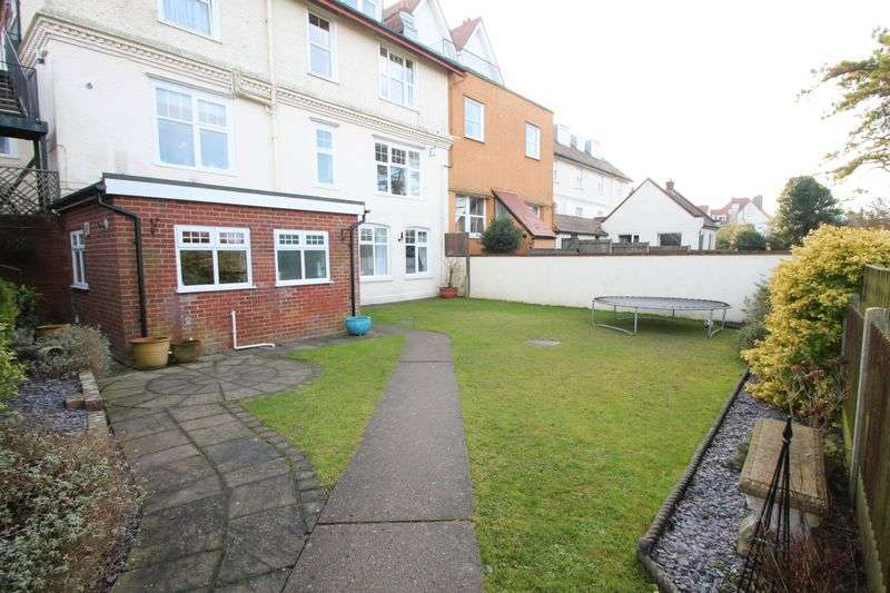 3 Bedrooms Flat for sale in St Margarets Bay