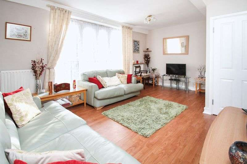 3 Bedrooms Flat for sale in Strathan Close, Wandsworth, London