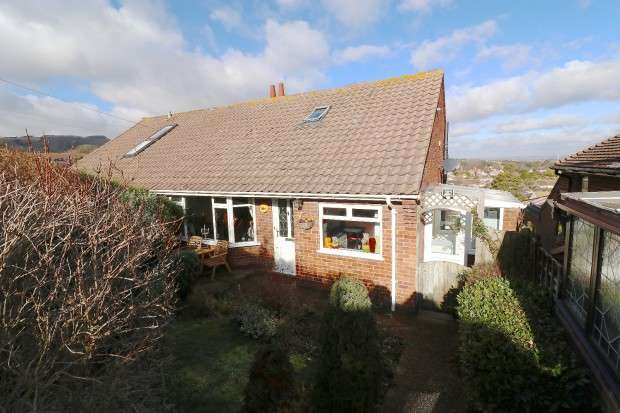 3 Bedrooms Bungalow for sale in Selmeston Road, Eastbourne, BN21