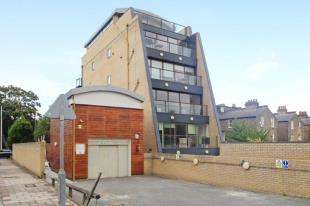 1 Bedroom Flat for sale in Heathfield Road, Wandsworth, London