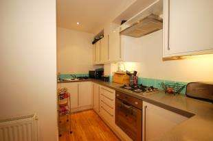 2 Bedrooms Flat for sale in High Street, Uckfield, East Sussex