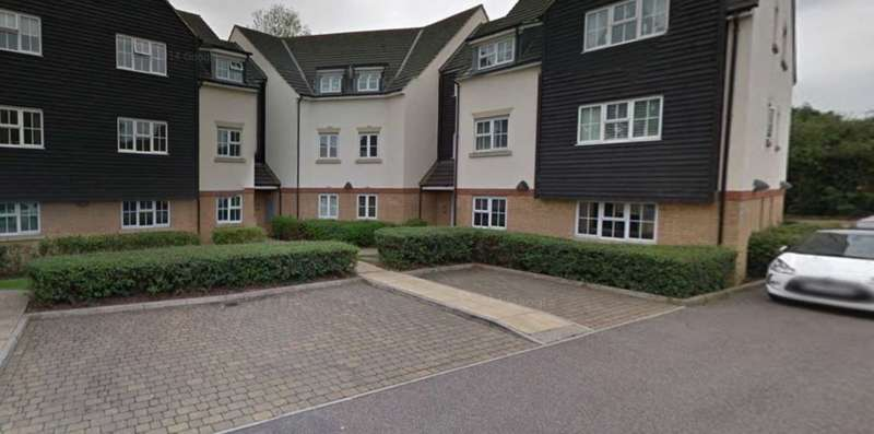 2 Bedrooms Apartment Flat for sale in Retreat Way, Chigwell, Essex IG7