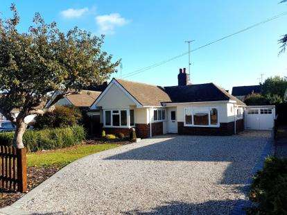 3 Bedrooms Bungalow for sale in Wickford, Essex