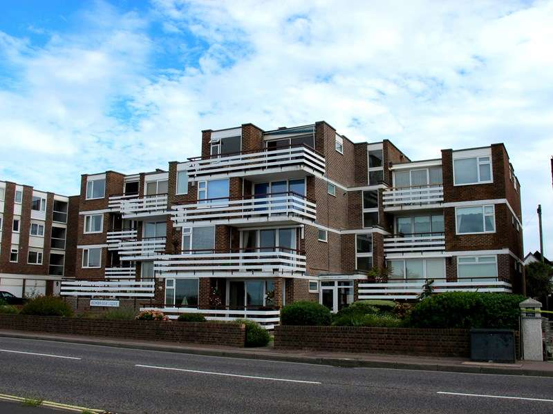 2 Bedrooms Apartment Flat for sale in Marine Parade East, Lee-On-The-Solent