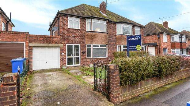 3 Bedrooms Semi Detached House for sale in Smiths Lane, Windsor, Berkshire