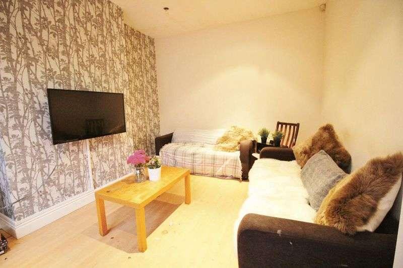 6 Bedrooms Terraced House for rent in Beechwood Mount, Leeds