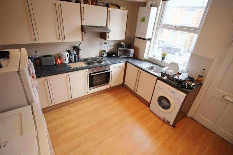 6 Bedrooms Terraced House for rent in Trelawn Terrace, Leeds