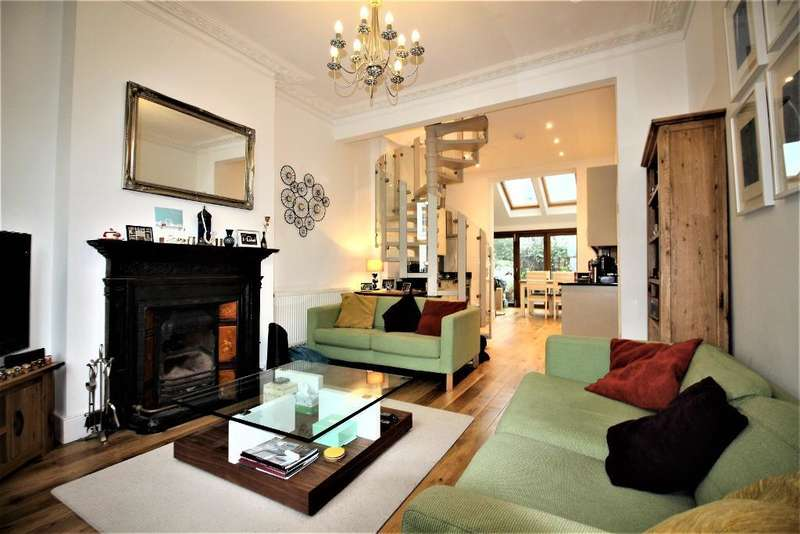 2 Bedrooms Flat for sale in Windsor Road, Holloway, London, N7 6JL