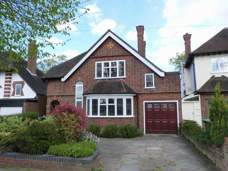 3 Bedrooms Detached House for sale in Claygate Lane, Hinchley Wood
