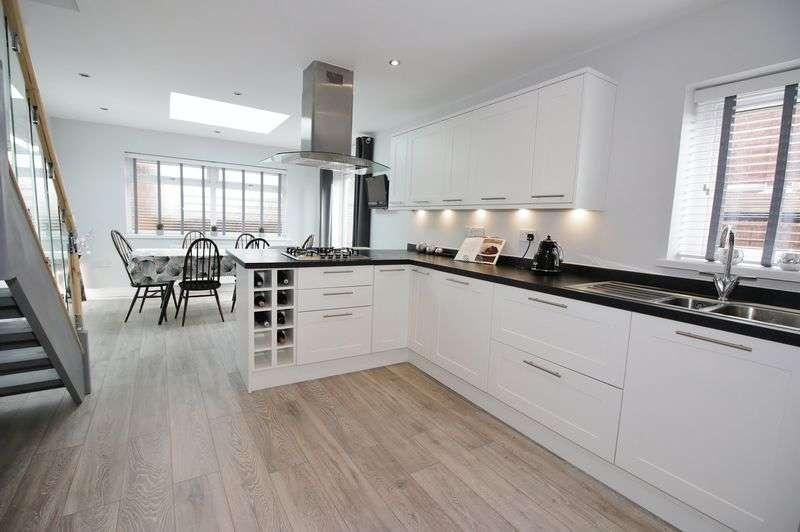 3 Bedrooms Detached Bungalow for sale in 1 Longhouse Lane, Poulton-Le-Fylde Lancs FY6 8DE