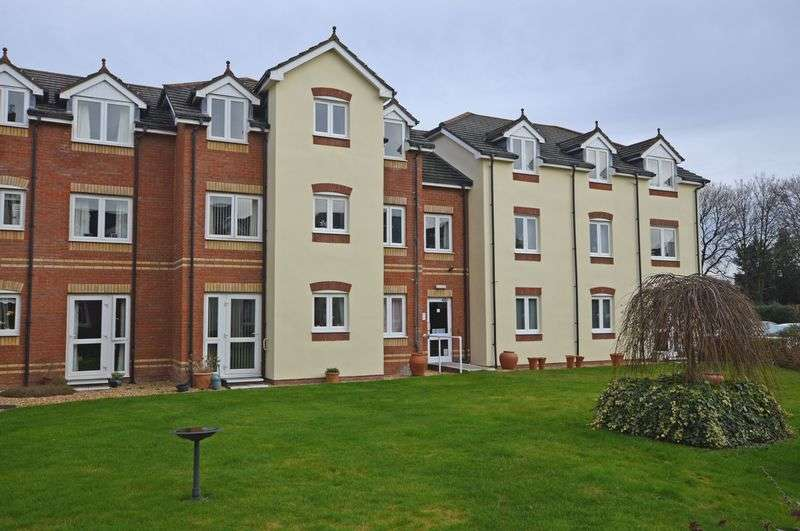 1 Bedroom Flat for sale in Ground floor living at Willow Court alongside Alton town centre