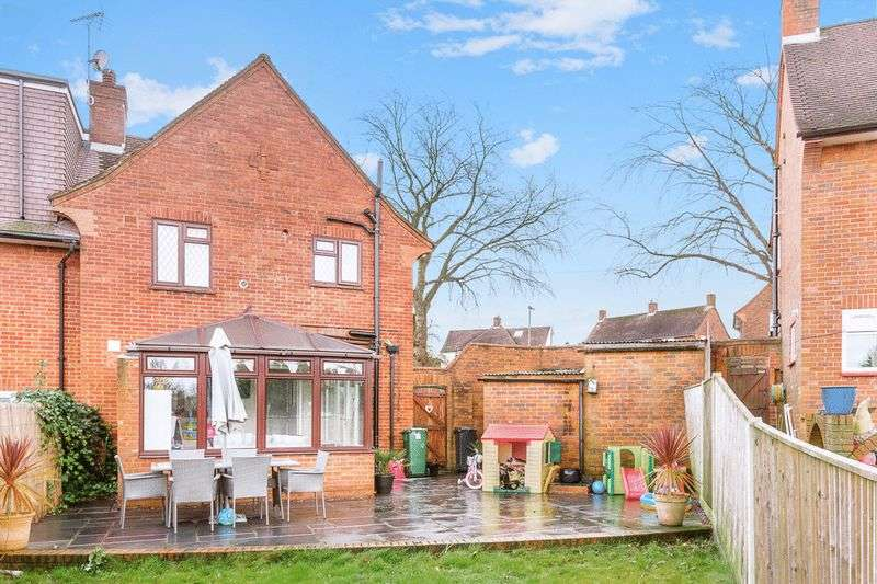 4 Bedrooms Semi Detached House for sale in Parkwood View, Banstead