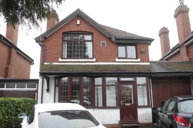 3 Bedrooms Detached House for sale in Queslett Road, Birmingham, West Midlands, B43 6PL
